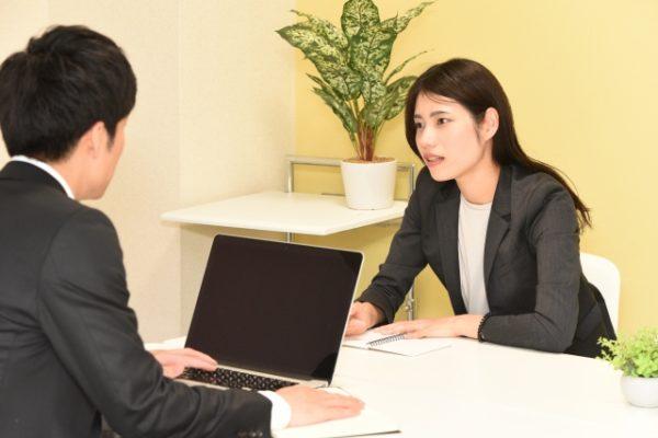 交渉する女性