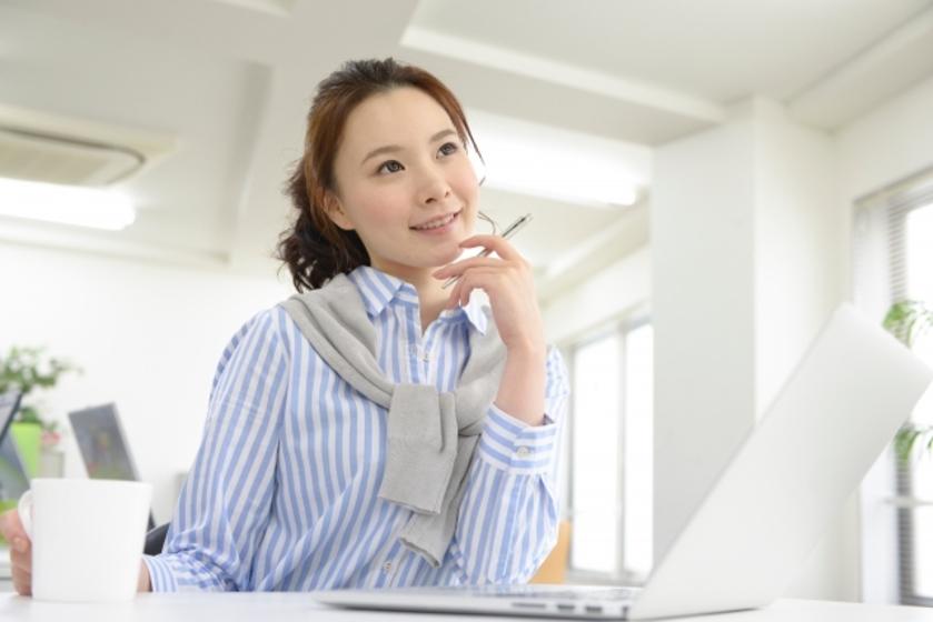事業を検討する女性