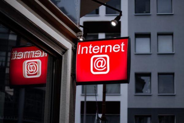 インターネットの看板